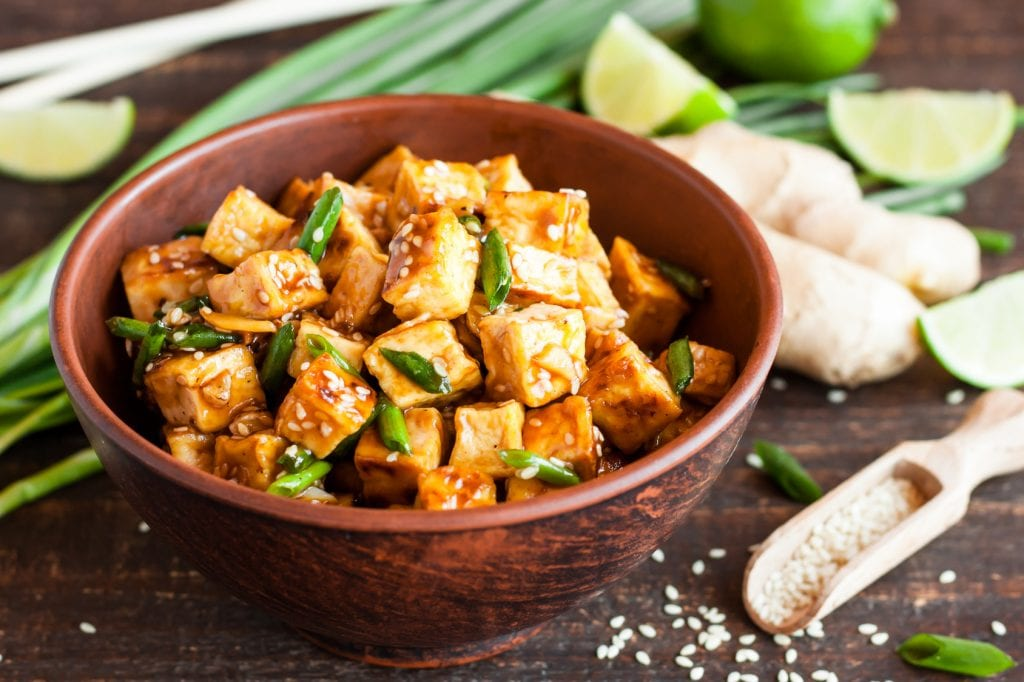 3 sposoby na przygotowanie tofu, króla wegańskiego stołu