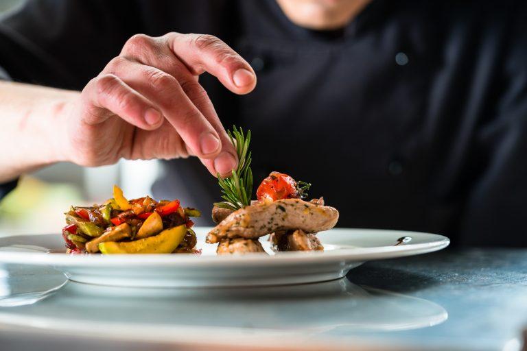 Inspiracja w pracy, czyli na jakich kulinarnych osobowościach opierają się szefowie kuchni?