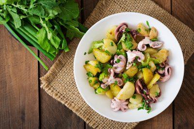 Ośmiornica gotowana w oleju z ziemniakami
