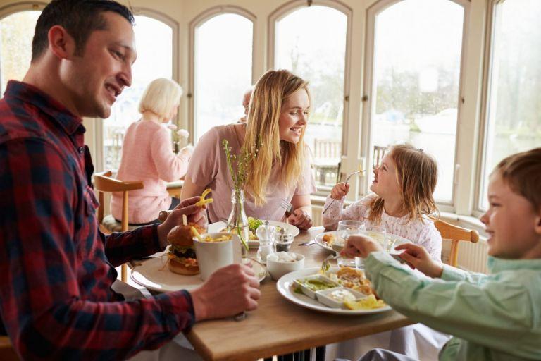 Kotlecik to nie wszystko, czyli jak nakarmić najmłodszych w restauracji?