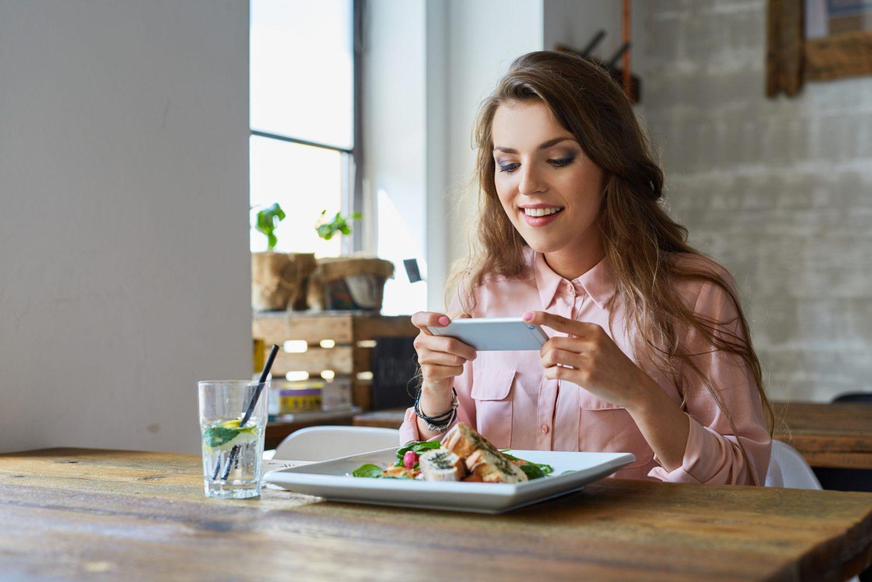Świadomy, zaangażowany, wiecznie online? Poznaj nowego gościa Twojej restauracji!