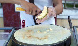Tajski naleśnik z bananami i mlekiem skondensowanym