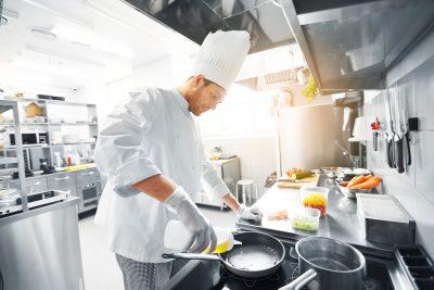 10 rad na udane smażenie. Jak prawidłowo prowadzić proces i przygotować produkty do frytowania?