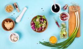 Bar sałatkowy – jakie kulinarne trendy go kształtują?