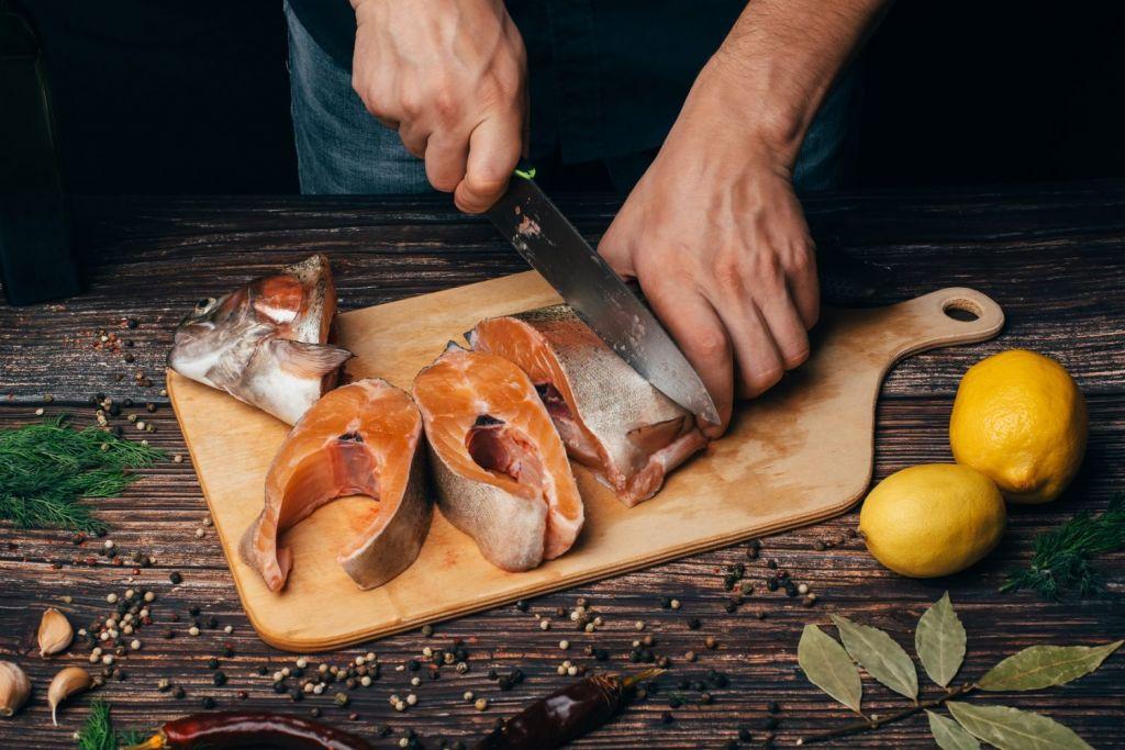 Świeża ryba + świeży olej = sukces. Rozmowa z Tomaszem Stodolnym, szefem kuchni Baru Nadmorskiego w Rewie