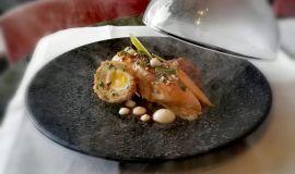 Kurczak sielski z jajkiem mole i musem z topinamburu z masłem orzechowym oraz suflet z selera