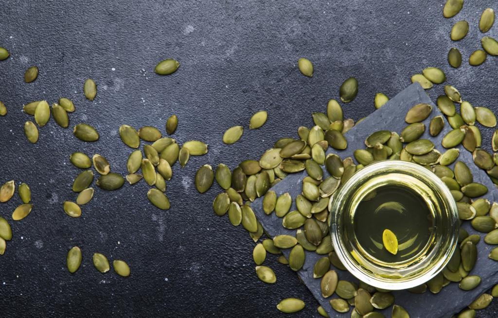 Olej z pestek dyni. Jak wykorzystać zielone złoto w kuchni?