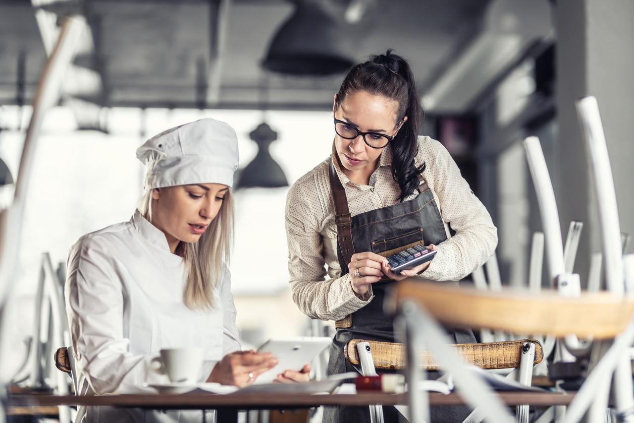 Jak zoptymalizować i kontrolować food cost, aby zwiększyć zyski w swojej restauracji?